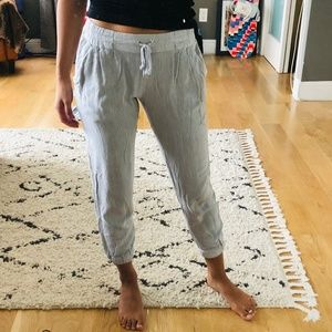 Aritzia Talula grey cropped jogger pants
